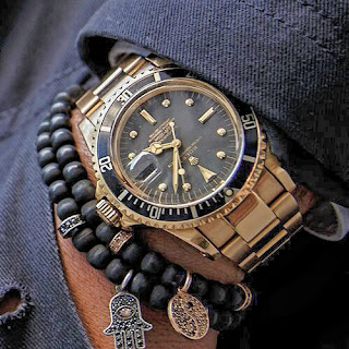 The size of the clock versus the size of the wrist, Keep the watch in mind as a symbol, The material talks a lot, Meaning, material and size.  How to choose a watch?,  3 tips to start wearing men's watches today, 3 tips to start wearing men's watches today, · That is, in men, the size of the wrist is seen as a symbol of strength.  Wearing a watch that is too big can highlight the fragility of your arms.  On the other hand, a very big man with ..., 3 Tips To Start Wearing Men's Watches Today - Teaching Men's Lifestyle, Accessory,Fashion,Fashion Advice,Look,Male Fashion Tips,Men's Fashion & Style,Mistakes To Avoid,Style,Style Tips,Popular,How To Be An Elegant Man,How To Use,Men's Watches, Watches