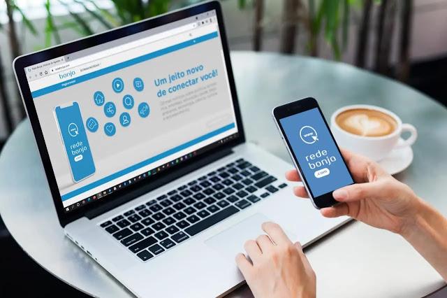 Computador e smartphone acessando o Rede Bonja no site e aplicativo