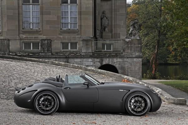Diseño de auto de lujo con pintura mate