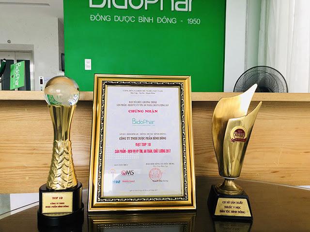 Cúp và chứng nhận chất lượng của Công ty TNHH Dược Phẩm Bình Đông