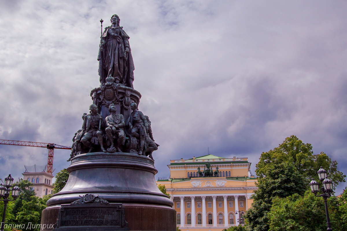 Памятник Екатерине Александринский театр фото