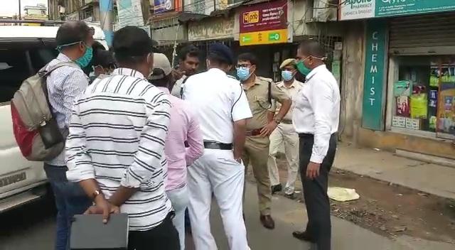 Chandannagar Robbery: ভরদুপুরে স্বর্ণ ঋণ দানকারী সংস্থার অফিসে ডাকাতি! পুলিশের জালে ৩, বাকিদের খোঁজে জেলা জুড়ে নাকা চেকিং পুলিশের
