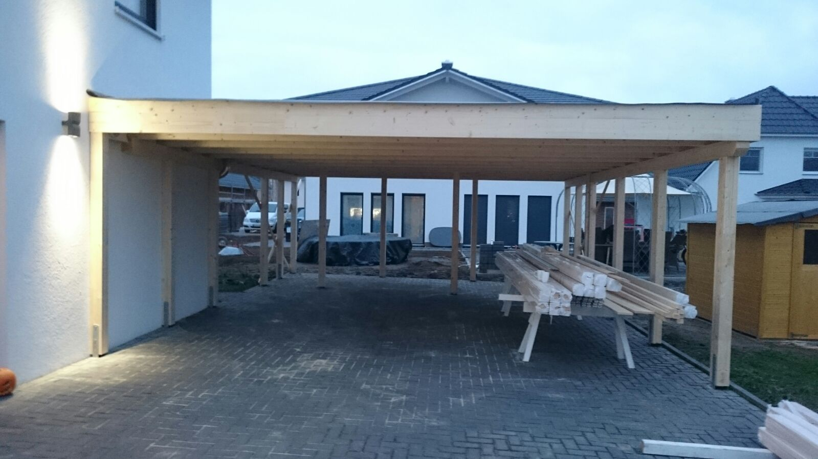 stadtvilla in elmenhorst carport mit schuppen. Black Bedroom Furniture Sets. Home Design Ideas