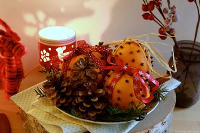 http://cookalifebymaeva.blogspot.fr/2015/12/noel-pomanders-oranges-clous-de-girofle-diffuseurs.html