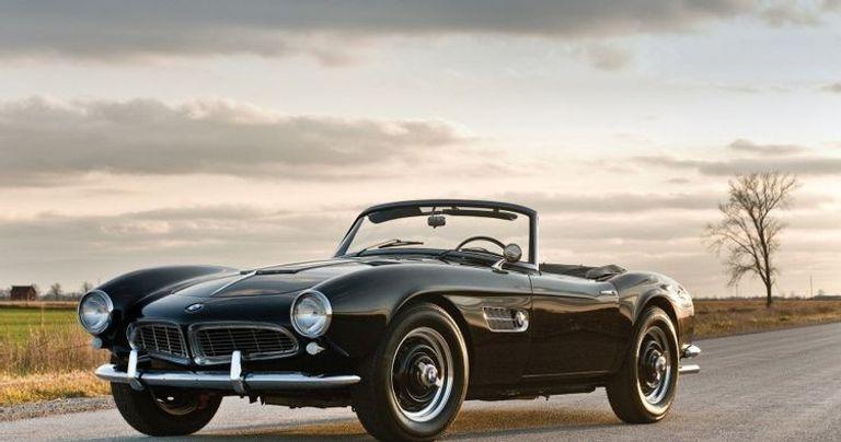 طراز 507 الذي غيرت به الماركة شكل صناعة السيارات الرياضية في الخميسينيات تصل تكلفته حين طرح لـ 10,500 دولار، وقيمته حاليا 94,500 دولار.