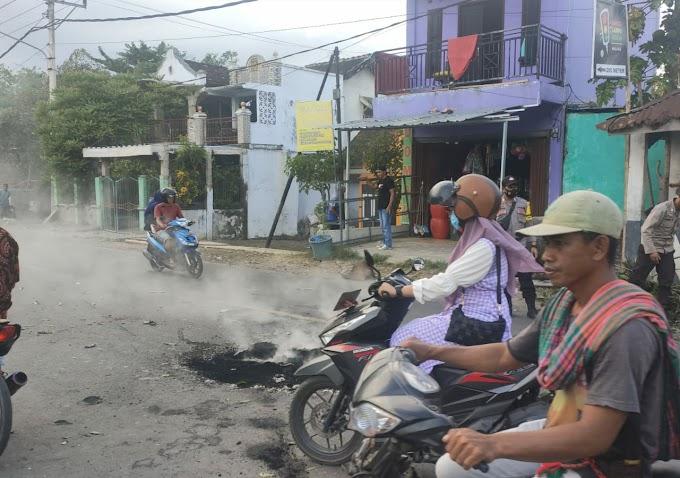 Warga Ginte Blokir Jalan, Aparat Turun Tangan