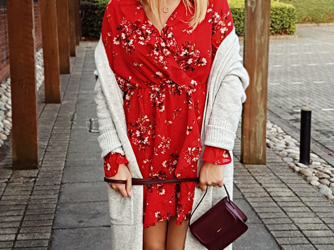 Little red dress #1 czyli kardigan, falbanki i strój dnia