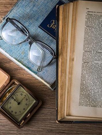 10 libros que cambiaran tu vida, libro y anteojos