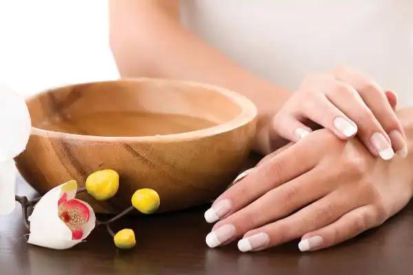 أهم 4 وصفات لتفتيح اسمرار اليدين في وقت قصير