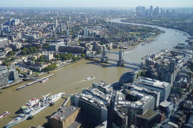 Tower Bridge e o Rio Tâmisa vistos do alto do The Shard em Londres