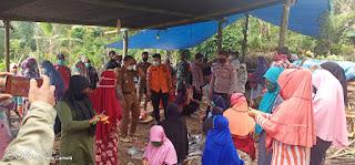 Bhabinkamtibmas Polsek Alla Melaksanakan PPkm Mikro Di Desa Binaan Dan Berikan Himbauan Pada Warga Tentang Prokes