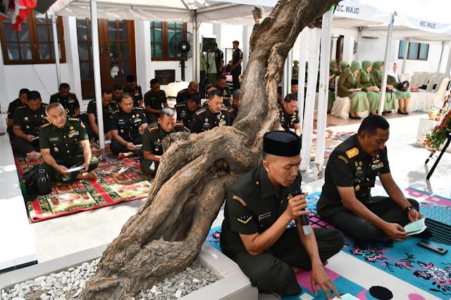 Pangdam IV Ziarah Ke Makam Pangeran Diponegoro Di Makassar