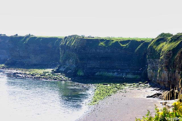 Vista sulle scogliere di 30 m. del sito di Pointe du Hoc