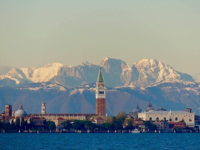 Le Dolomiti viste da Venezia