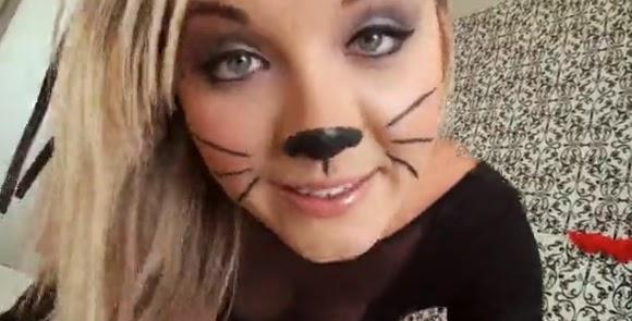 Rubia disfrazada de gato tiene sexo con su novio