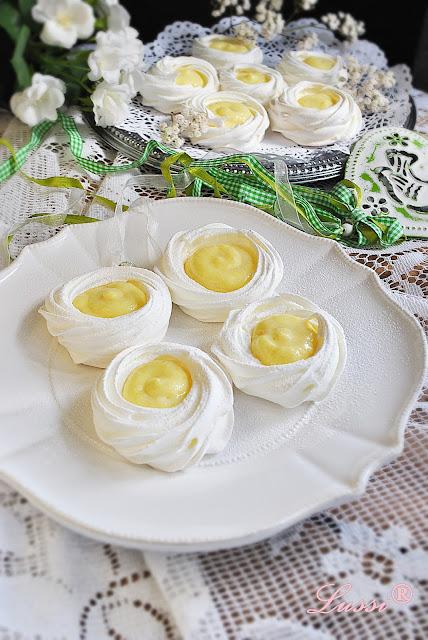 Пълнени целувки с крем / Cream filled meringues recipe