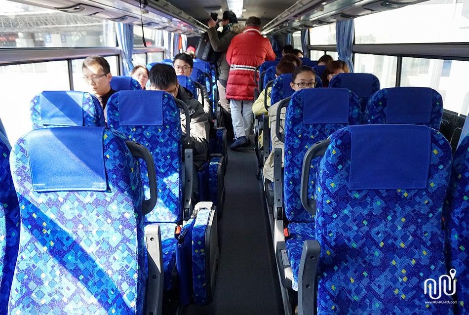 รถ Nohi Bus ที่เดินทางไป หมู่บ้านชิราคาวาโกะ (Shirakawa-go)