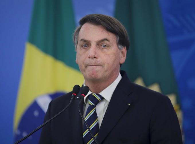 Bolsonaro veta perdão a dívidas de igrejas, atende a Guedes e desagrada bancada evangélica