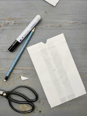 Butterbrottüten, Schere und Stift: Wir basteln eine Laterne