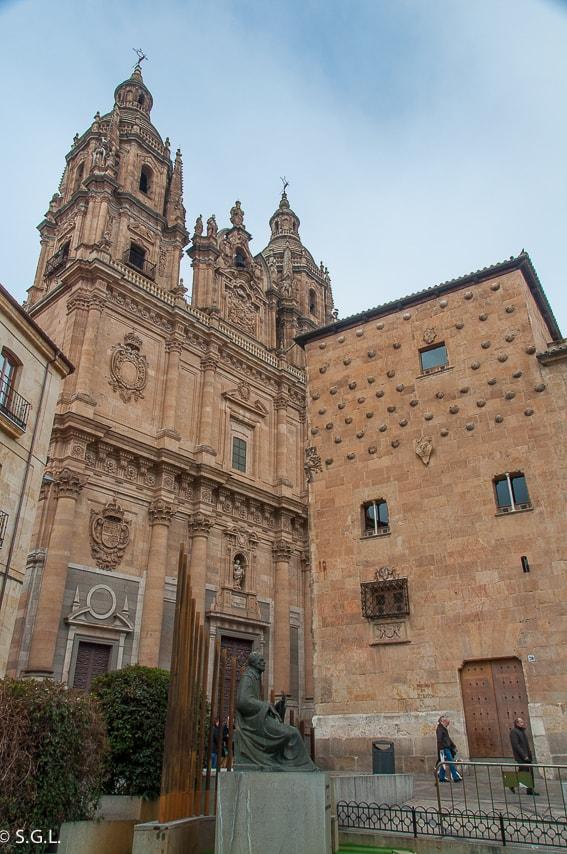Salamanca. Torres de la Clerecía y casa de las conchas