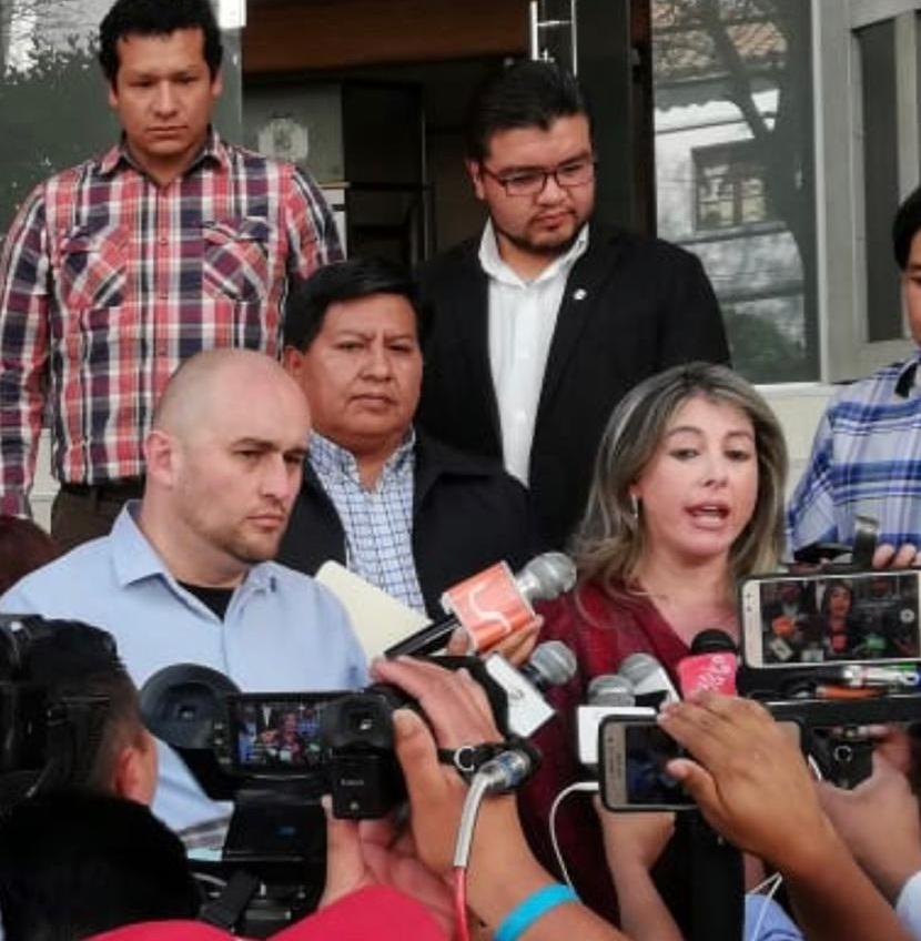 Poppe, Torrez y Huanca en conferencia de prensa en la sede del TCP en Sucre / RRSS
