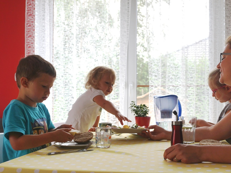 filtr dzbankowy i woda dla dzieci