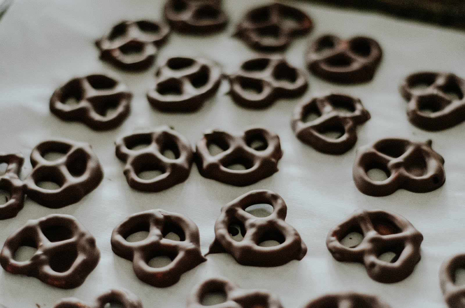 gluten-free-salted-espresso-infused-dark-chocolate-covered-pretzels-the-nosh-life