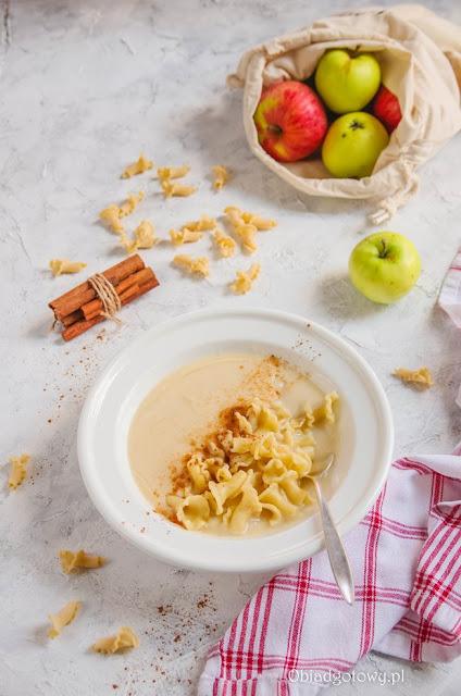 Zupa jabłkowa z makaronem