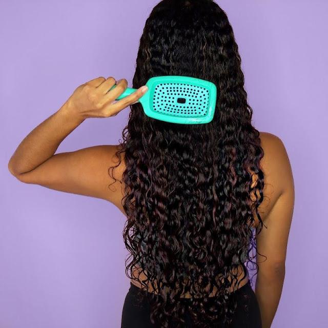 Onduler ses cheveux sans les abîmer grâce aux ingrédients naturels