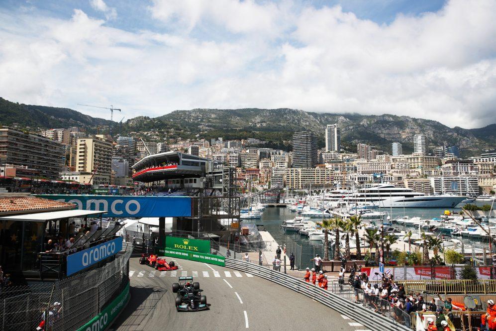 Sainz correu para o segundo lugar em Mônaco
