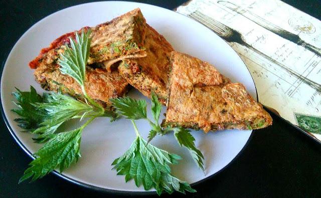 Omlet z pokrzywą i kurkumą