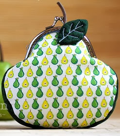 http://www.craftpassion.com/2011/10/mod-o-pear-ball-clasp-coin-purse.html