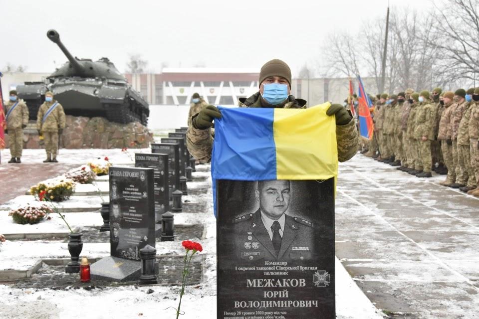 У першій танковій  відкрили пам'ятні стели полеглим воїнам