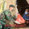 Prajurit Raider bersama Ibu Persit bagikan Sembako dan Masker Gratis Kepada Warga
