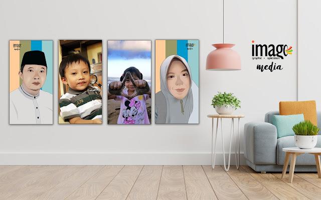 Hiasan Dinding (Wall Decor) Dengan Foto Keluarga.
