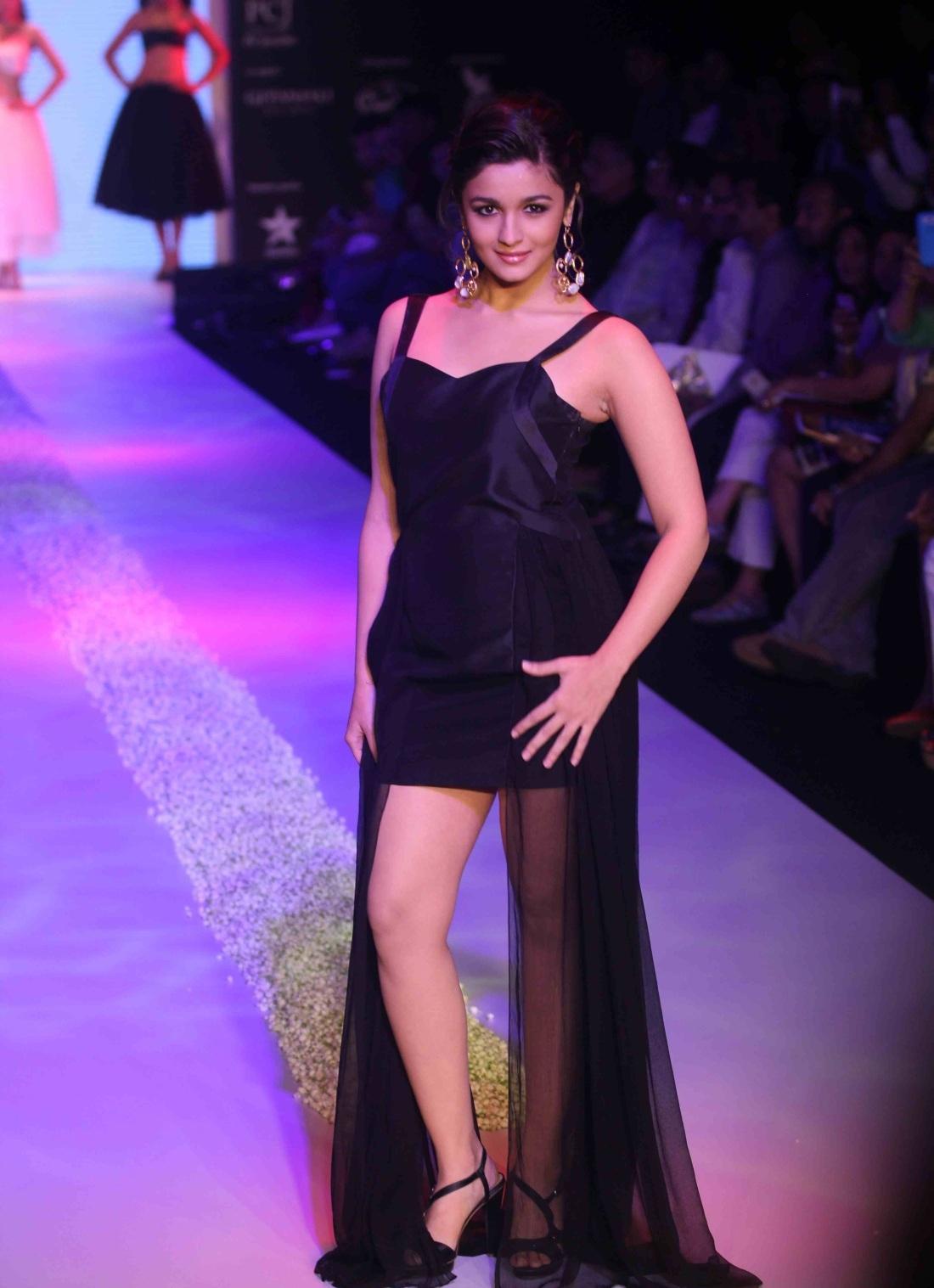 Alia Bhatt Hot In Black Legs Show - Boobs Touch-6137