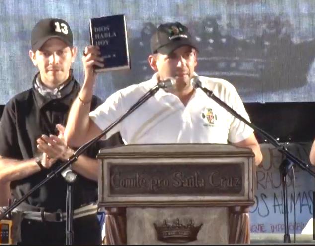 Camacho se trasladará a La Paz con la Biblia en una mano y la carta de renuncia de Morales en la otra / RRSS