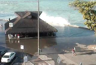 Água do mar invade orla e causa estragos no Litoral da Paraíba;veja vídeo