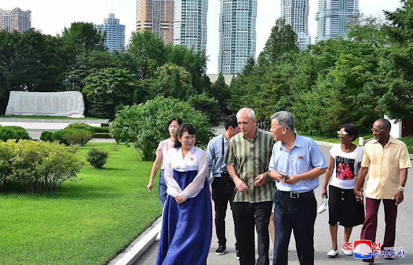 (3) Cuban embassy members visit Jonsung Revolutionary Museum
