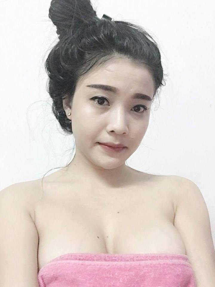 Lâm Hằng nude khoe vếu khủng