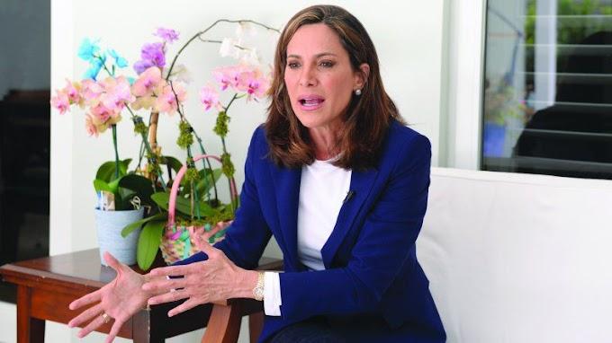 """""""Detenida Maria Elvira Salazar por robarse un rollo de papel sanitario de la Casa Blanca"""""""