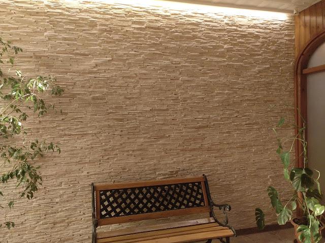 Une réalisation en Grès Blanc dans un hall large et lumineux