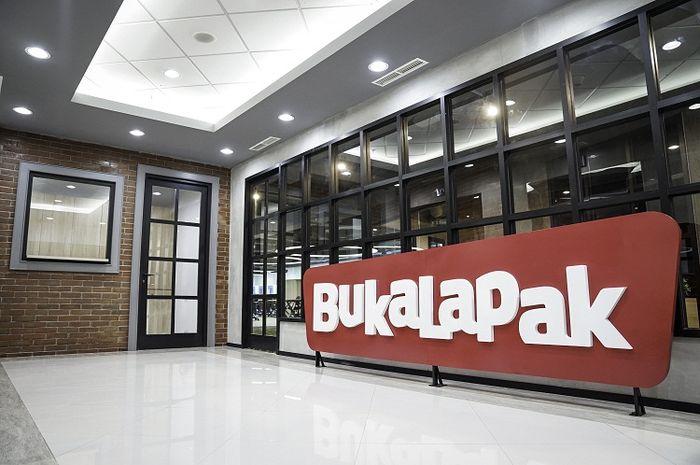 Giant Tutup Toko, Bukalapak PHK Karyawan: Ekonomi Sedang Lesu?