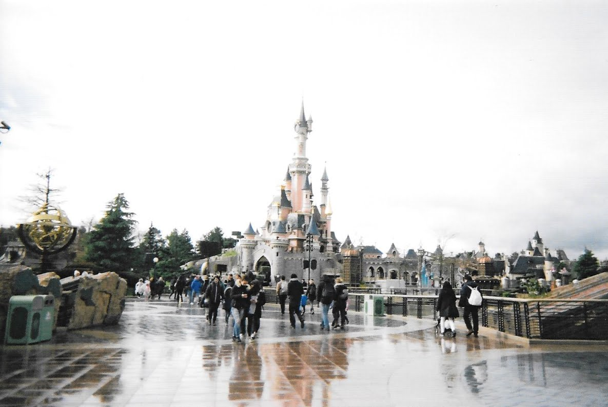 DISNEYLAND PARIS OF FILM