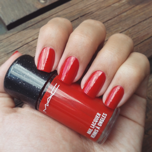 Esmalte MAC: Queen's Honour Heirloom Mix Nails
