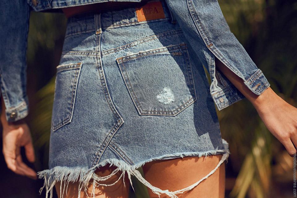 Minifalda de jean primavera verano 2020. Moda mujer 2020.