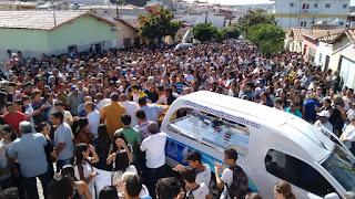 Muita comoção no supultamento do jovem assassinado em Picuí; veja vídeo