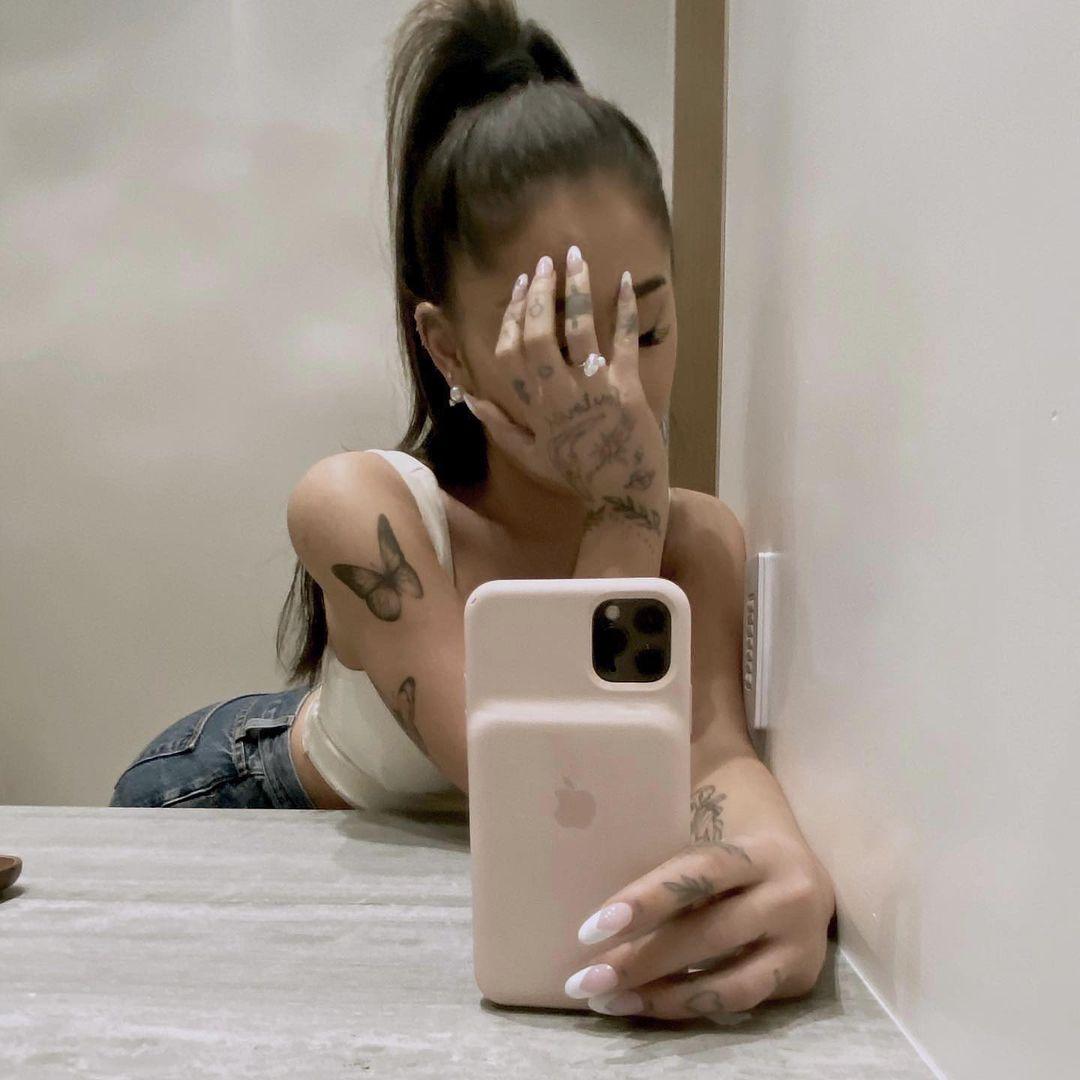 Engaged to boyfriend Dalton Gomez, Ariana Grande flaunts her stunning engagement ring