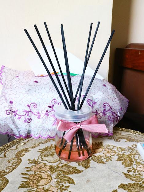reed diffuser dengan wadah kaca bekas