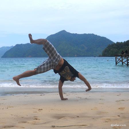 Saya salto di pantai Karanggongso Trenggalek